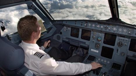 Wizz: Pęknięta szyba, samolot zawrócił