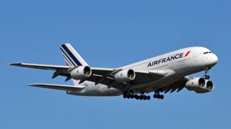 A380 zmuszony do zmiany kursu