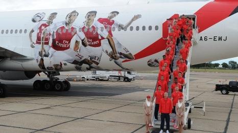Emirates: Boeing 777 w malowaniu Arsenal
