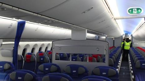 W samolocie LOTu zmarło 3-letnie dziecko