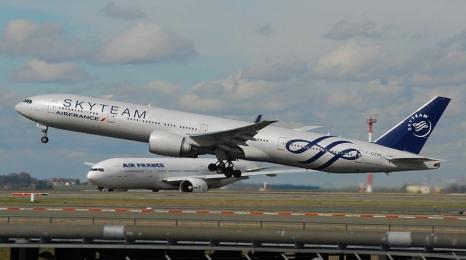 Ładunek wybuchowy na pokładzie Air France?